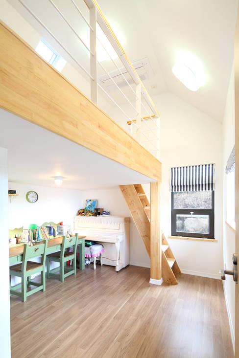 Dormitorios infantiles de estilo  de 주택설계전문 디자인그룹 홈스타일토토