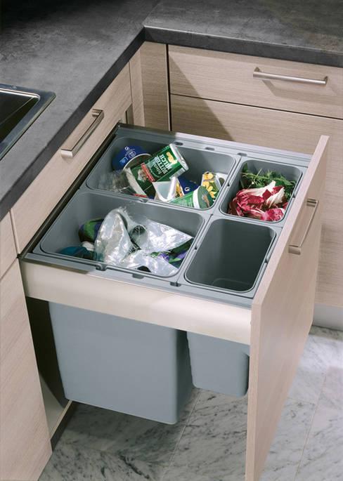 Pull out waste bins:  Kitchen by Urban Myth