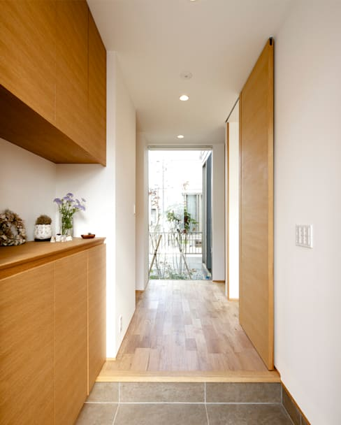 Ingresso & Corridoio in stile  di H建築スタジオ