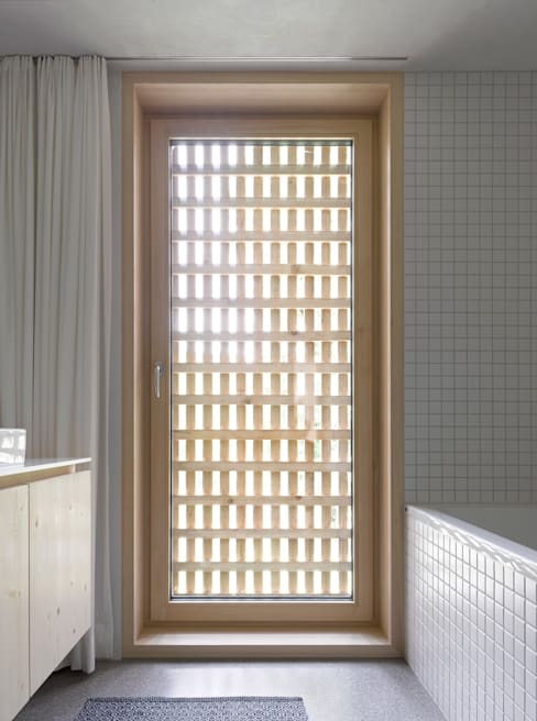 Bathroom by Innauer-Matt Architekten ZT GmbH