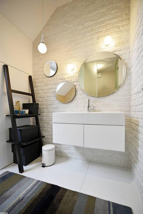 浴室 by ANIEA Andrzej Niegrzybowski architekt