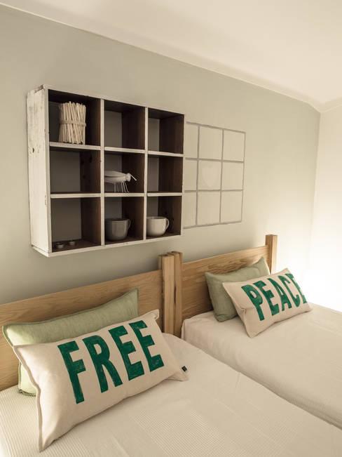 Hoteles de estilo  de MUDA Home Design