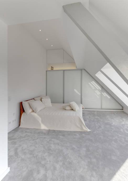 28 Grad Architektur GmbH:  tarz Yatak Odası