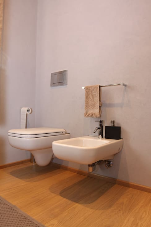 Nuovi sanitari: Bagno in stile  di Giuseppe Maria Padoan bioarchitetto - casarmonia progetti e servizi