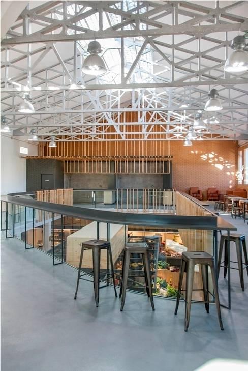 Espacio lúdico-gastronómico: Centros comerciales de estilo  de b+t arquitectos