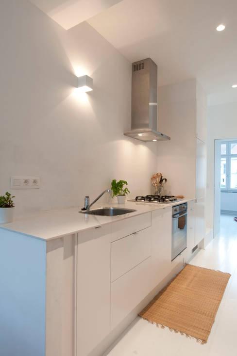Kitchen by phdvarvhitecture