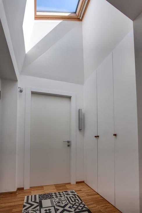 ABC+ME Studio di Architettura:  tarz Koridor ve Hol