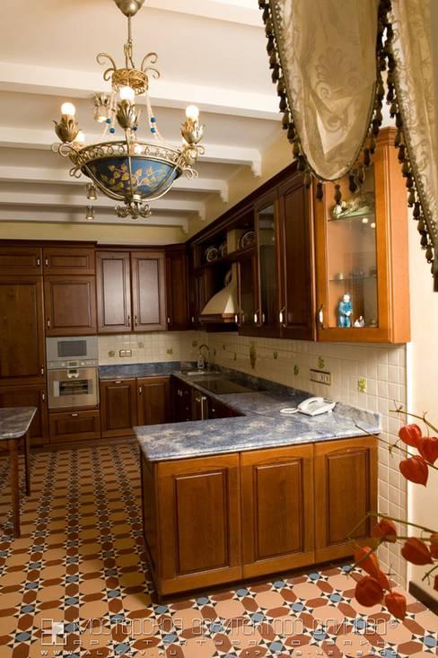 Кухня в классическом стиле: Кухни в . Автор – Мастерская архитектора Аликова