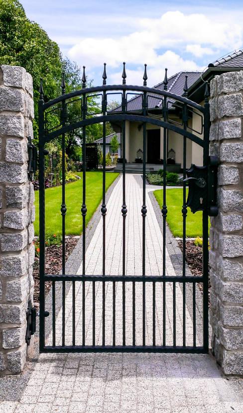 Realizacja ogrodzenia 16: styl , w kategorii Ogród zaprojektowany przez Armet