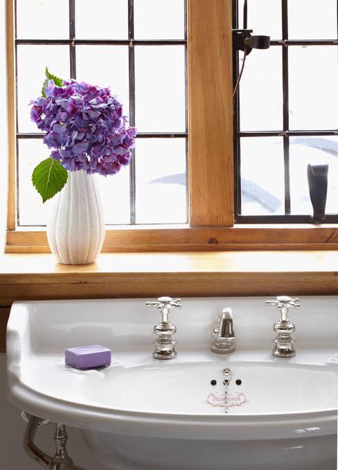 Baños de estilo  de Drummonds Bathrooms