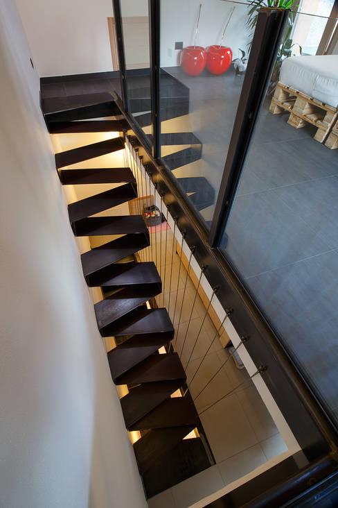 JC's House: Ingresso & Corridoio in stile  di BEARprogetti - Architetto Enrico Bellotti