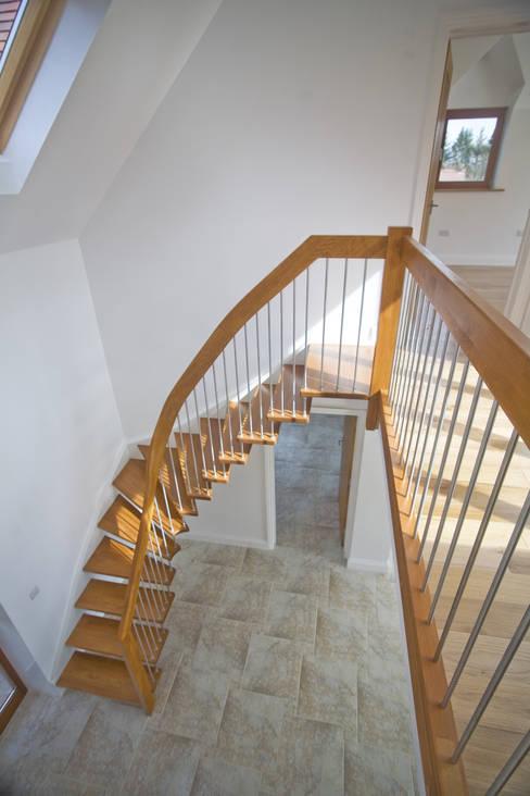 Projekty,  Korytarz, hol i schody zaprojektowane przez Complete Stair Systems Ltd