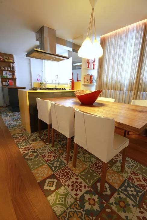 Morumbi: Cozinhas  por MeyerCortez arquitetura & design