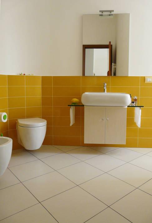 ห้องน้ำ by Interni d' Architettura