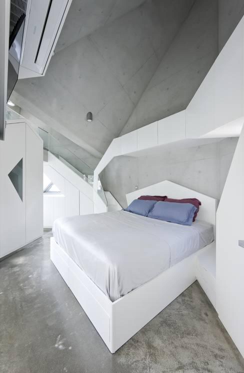 Bedroom by IROJE KIMHYOMAN