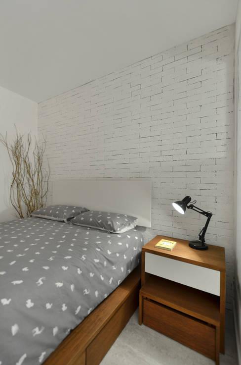 Dormitorios de estilo  por Johnny Thomsen Arquitetura e Design