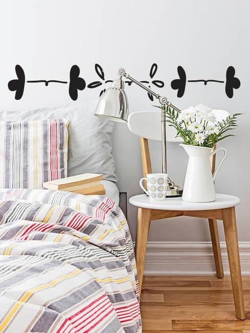 Dormitorios de estilo  por Petit Vinilo