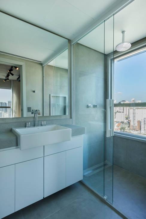 浴室 by Studiodwg Arquitetura e Interiores Ltda.