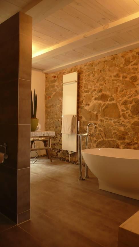 Salle de bains de style  par Junghanns + Müller Architekten