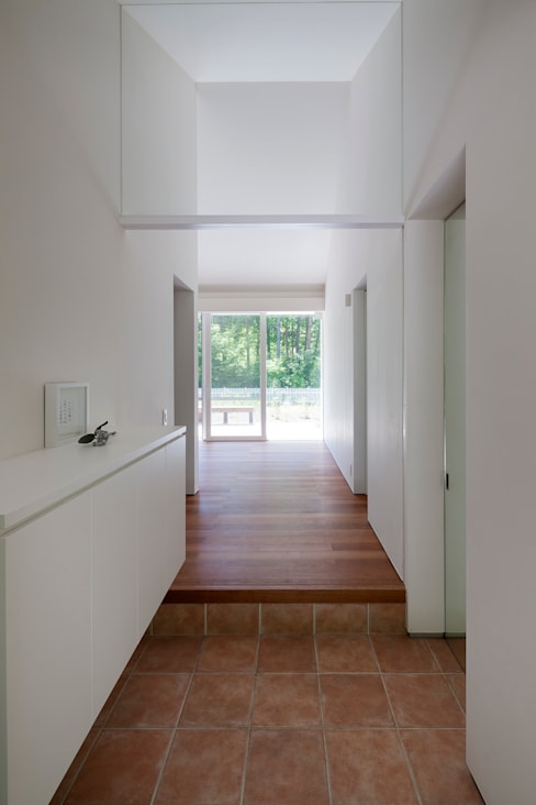 Corridor & hallway by 株式会社 直井建築設計事務所