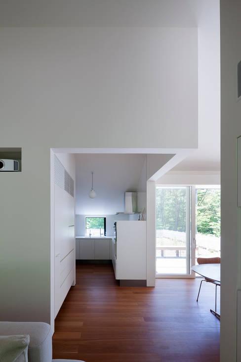 Kitchen by 株式会社 直井建築設計事務所