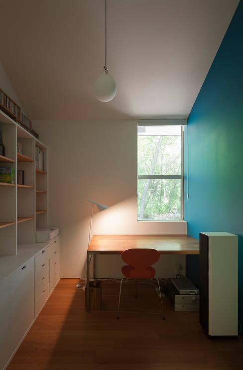 Study/office by 株式会社 直井建築設計事務所