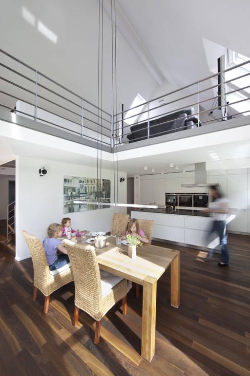 Kitchen by Koschany + Zimmer Architekten KZA