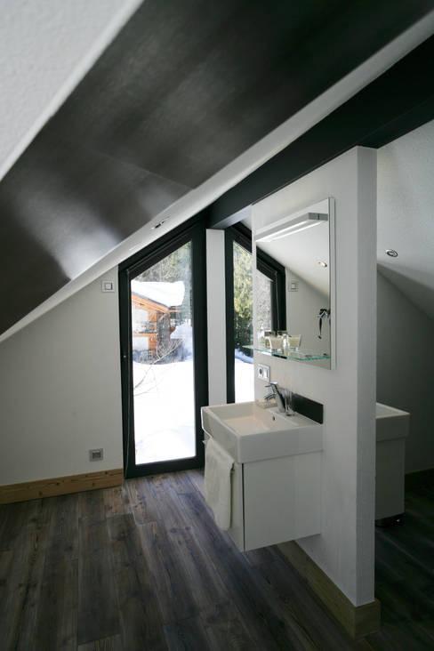 Ванные комнаты в . Автор – Chevallier Architectes