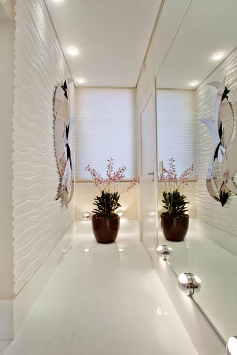 Corridor, hallway by Designer de Interiores e Paisagista Iara Kílaris
