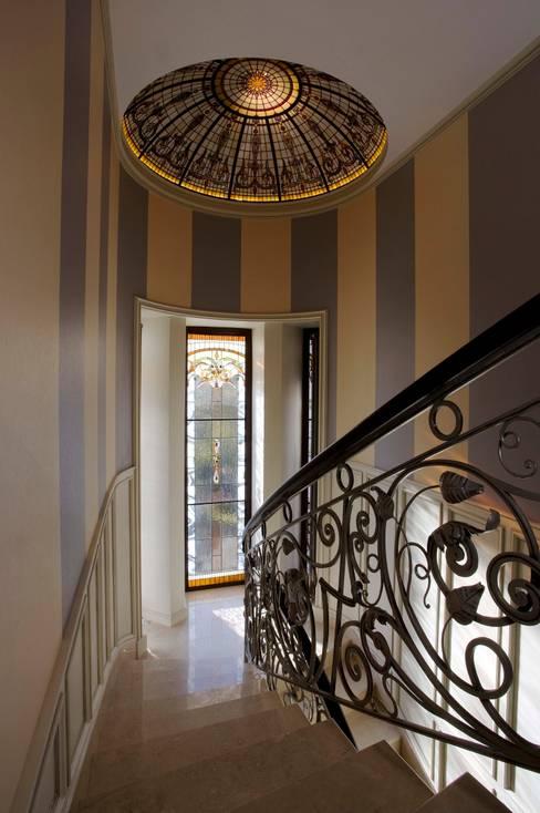Corridor & hallway by Студия дизайна Сергея Кривошеева