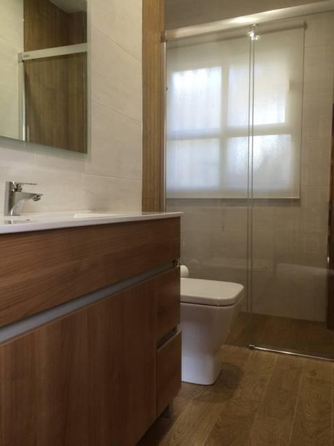 Baños de estilo  por Viroa ǀ Arquitectura – Interiorismo – Obras