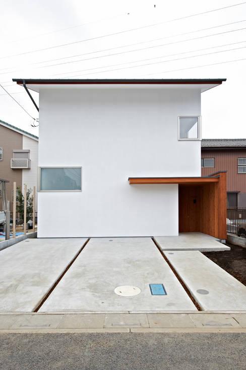Casas de estilo  por (有)菰田建築設計事務所