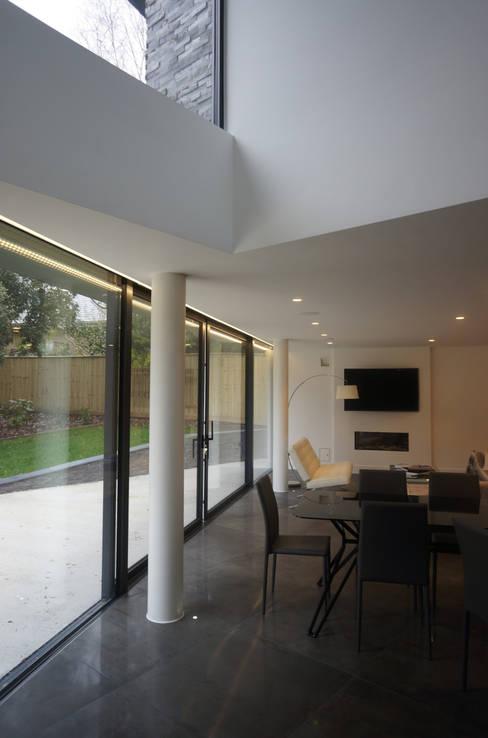 David James Architects & Partners Ltdが手掛けたダイニング