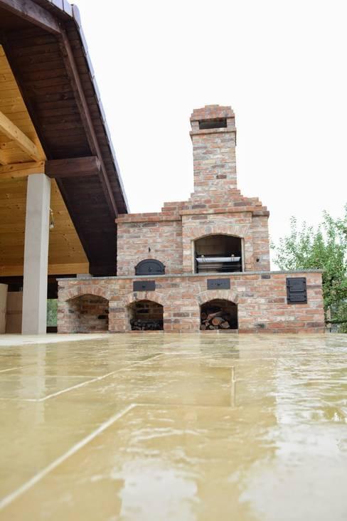 Grill murowany z wędzarnią: styl , w kategorii Ogród zaprojektowany przez Kuchnia w Ogrodzie