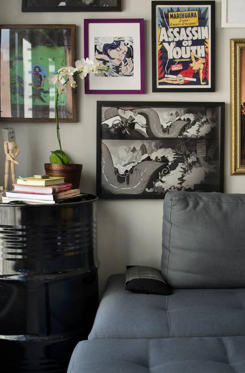 Apartamento Vila Nova Conceição: Sala de estar  por Marcella Loeb