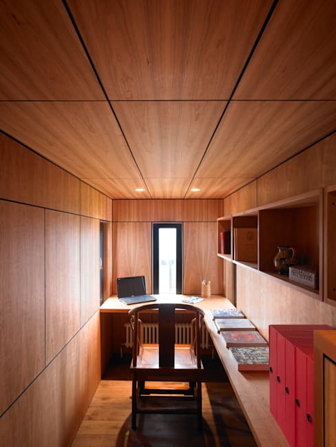 Cherry Panelled Study:  Study/office by WT Architecture