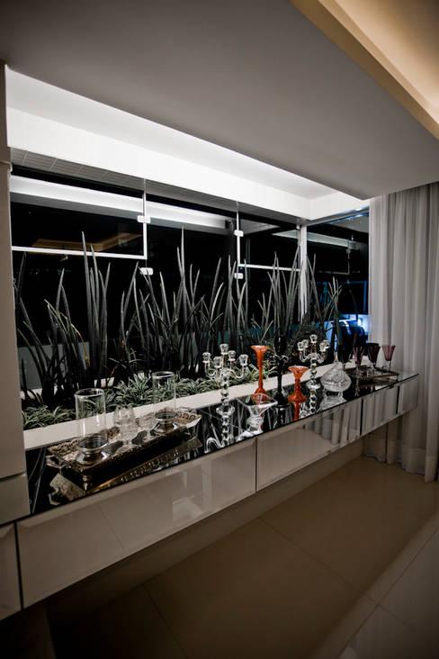 Apartamento E&E.S - Sala de Jantar: Jardins de inverno  por Kali Arquitetura