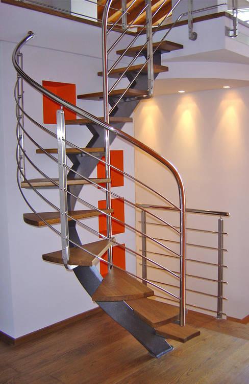 Projekty,  Korytarz, hol i schody zaprojektowane przez  ROBERTO CRESPI ARCHITETTO