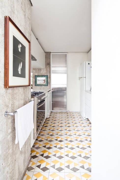 Apartamento Sabará: Cozinhas  por Zemel+ ARQUITETOS