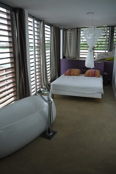 CLEMENTINE house - master bedroom 1: Chambre de style  par STUDY CASE sas d'Architecture