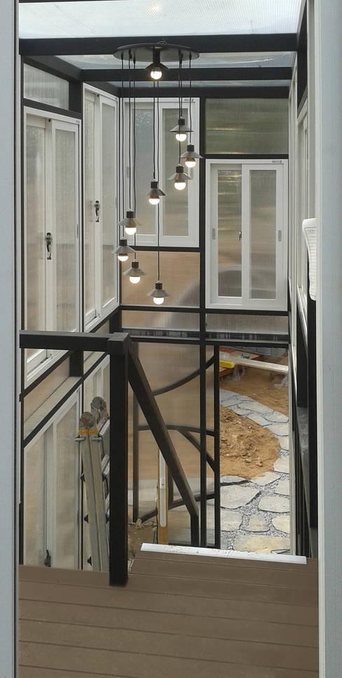 Terrazza in stile  di Just-In House(져스틴 하우스)