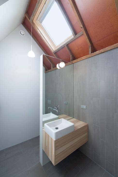 OUTstee:  Badkamer door UMBAarchitecten