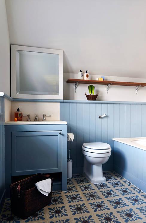 Phòng tắm by Studio Duggan
