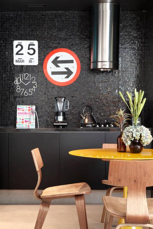 VF apartment: Cozinhas  por Studio ro+ca