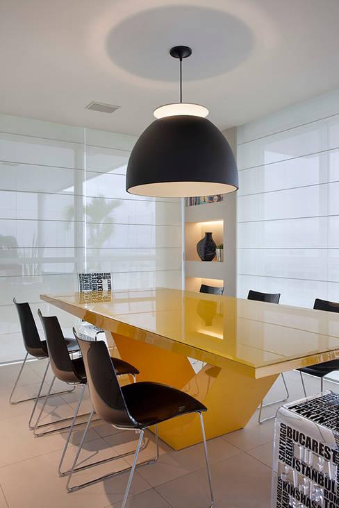 Salas de jantar  por Cadore Arquitetura