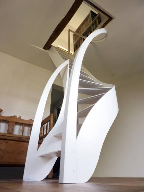 Projekty,  Korytarz, hol i schody zaprojektowane przez La Stylique