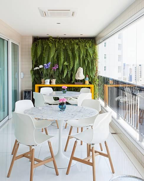 Patios & Decks by Rodrigo Maia Arquitetura + Design