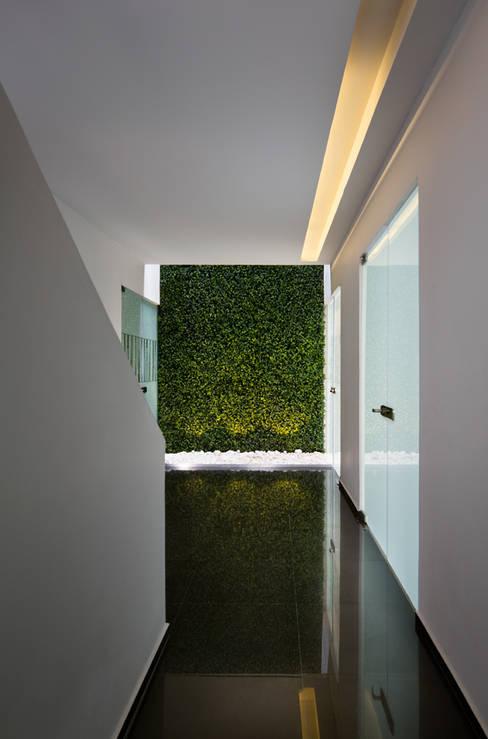Corridor, hallway by MICHEAS ARQUITECTOS