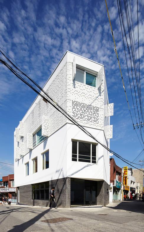 Rumah by 스마트건축사사무소