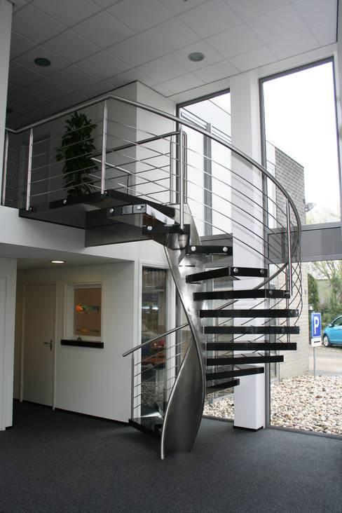Projekty,  Korytarz, hol i schody zaprojektowane przez Allstairs Trappenshowroom